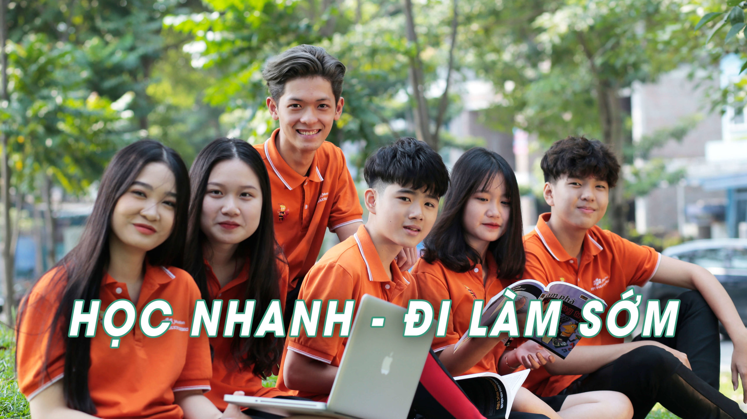 Sinh vien Pho thong Cao dang FPT Polytechnic